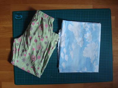 8a5de4862f Coloca unos pantalones viejos sobre la tela